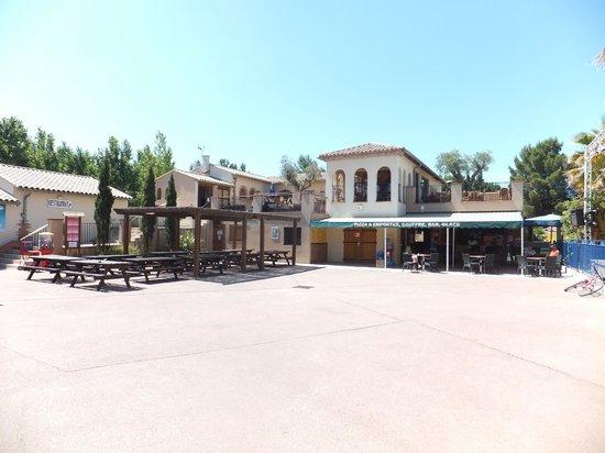 Yelloh! Village Mer et Soleil : le bar , restaurant.