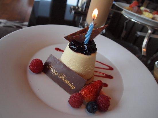 The St Regis Bar: Birthday cake