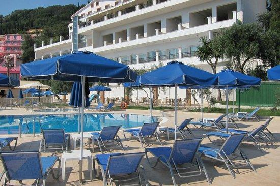 Aloha Hotel: Poolområde