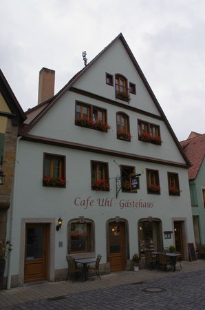 Hotel Cafe Uhl: Adorable hotel frontage