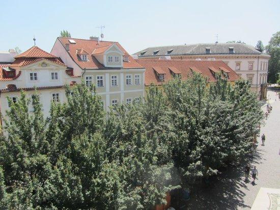 The Golden Scissors: vista della piazza di Kampa dall'hotel