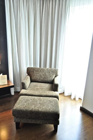 SilQ Bangkok : Couch in the room
