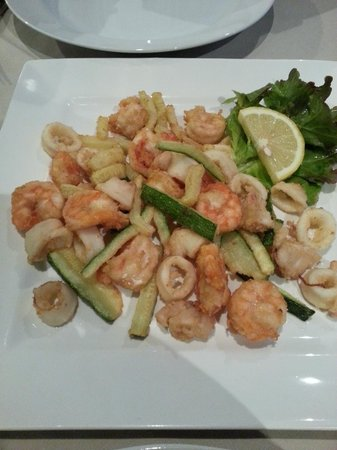Gastone : Calamari, Prawns and Zucchini Fritti...YUM!