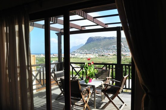 Clovelly Lodge Guest Apartments : Property overlooks Silvermine Valley