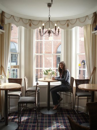 Seven Coffee Shop: Lovely Seating Areas