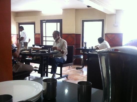 Hilltop Inn: restaurant