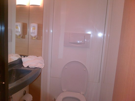 Novotel Suites Reims Centre: pad del wc