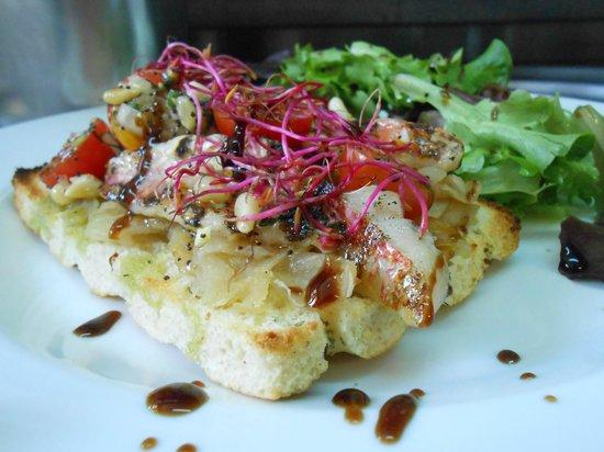 Sépia pissaladière de rouget en focaccia www.sepiafrejus.fr
