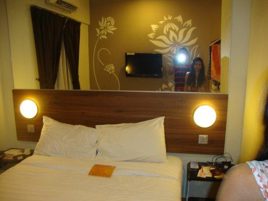 Tune Hotel Danga Bay : Room