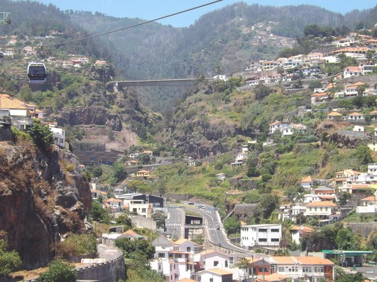 Hotel Madeira: view from cable car to monte