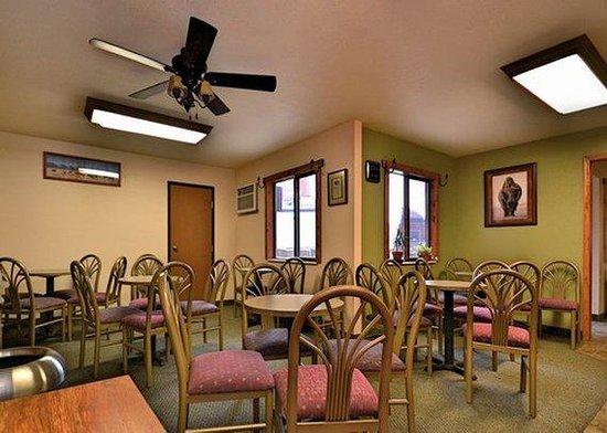 Econo Lodge Custer: breakfast area