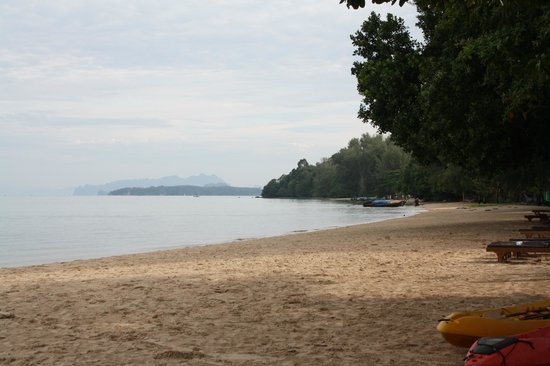 Tup Kaek Sunset Beach Resort: Beach in morning