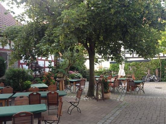 Gasthaus-Hotel Adler: zünftiger Hofbiergarten