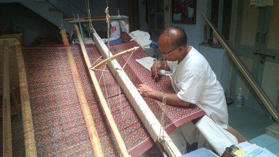 Gujarat, Inde : Patan Patola Heritage - The Master Weaver Mr Salvi at work
