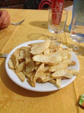 Davoli, Italien: patate fritte tagliate a mano! buonissime