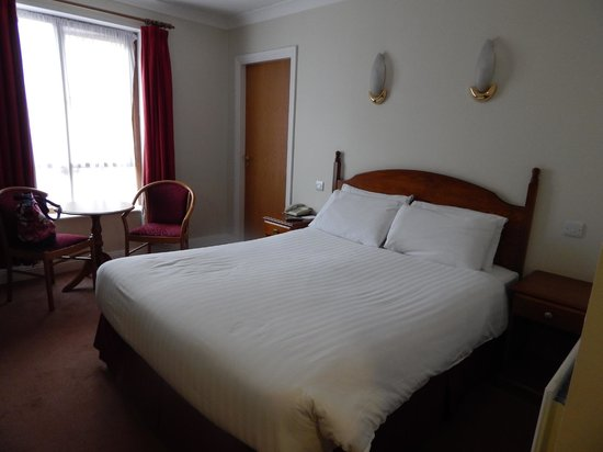Camden Court Hotel: Comfortable bed
