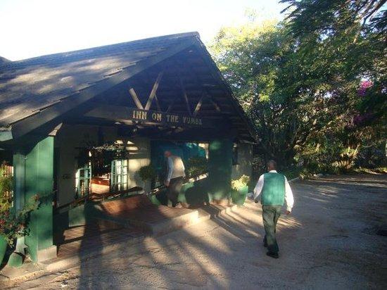 Inn on the Vumba: Lovely shady entrance