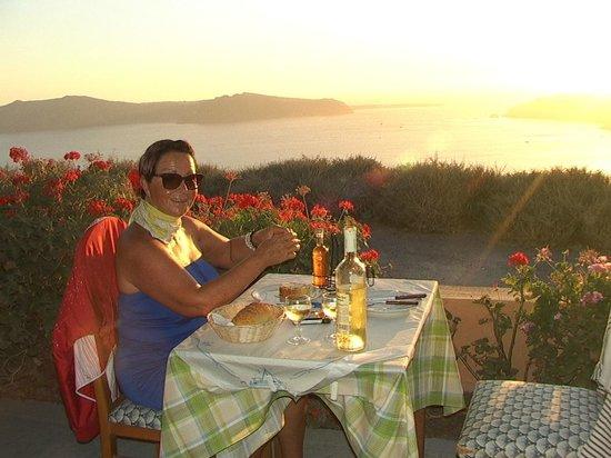 Restaurant Iris: Rest.Iris con puesta de sol en la Caldera