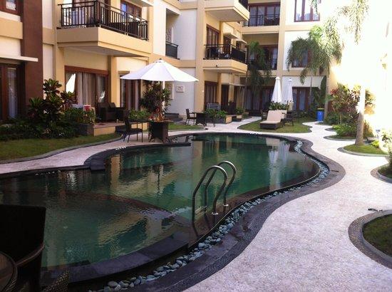Kuta Town House Apartments: Pool