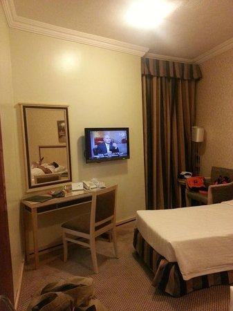 Al Massa Hotel : room 1015 - wet carpet