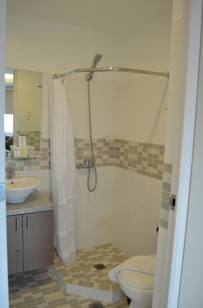 The Exchange Regency Residence Hotel: Bathroom