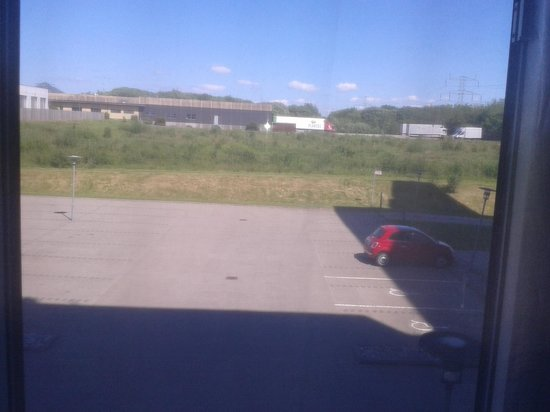 Scandic Kolding: Uninspiring view- and the truck unloading/loading under the window early in the morning was not