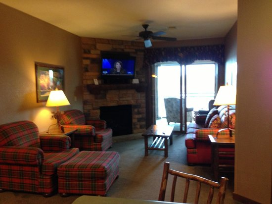 Wilderness on the Lake: Living area