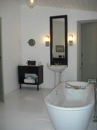 Amangalla: Bathroom