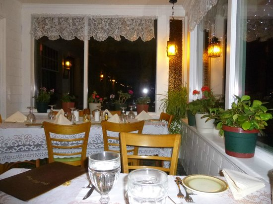 Gray Cliff Lodge Restaurant: Lace curtains in patio windows