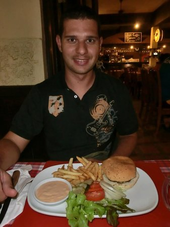Buffalo Steak House - Karon Beach: hamburger