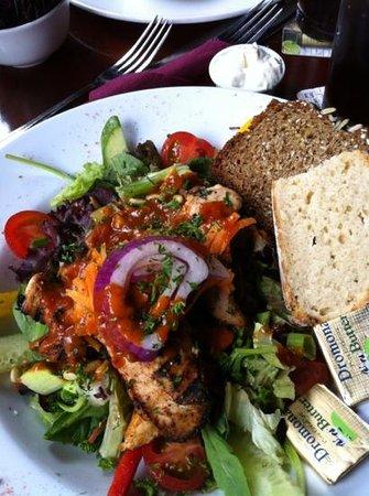 McHughs Bar: Blackened chicken salad .
