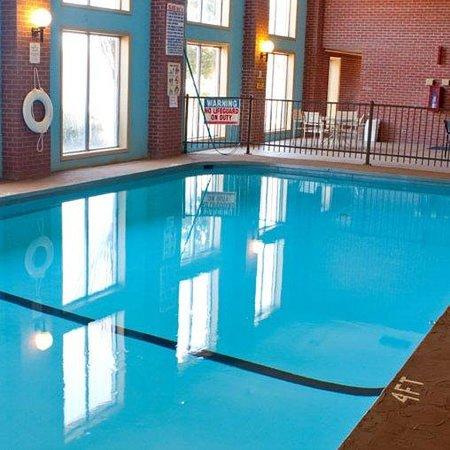 Fairview Inn and Suites: Fairview Inn -Suites Jonesboro ARPool