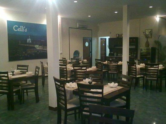 Celli's italian pizza restaurant: interno