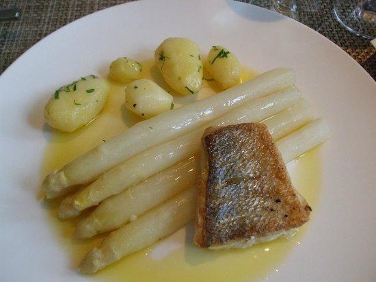 Riva: Fish, aspargus & potatoes