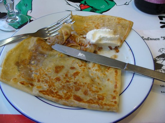 Les enfants terribles: Tasty crepe with creme de marron filling - very sweet.