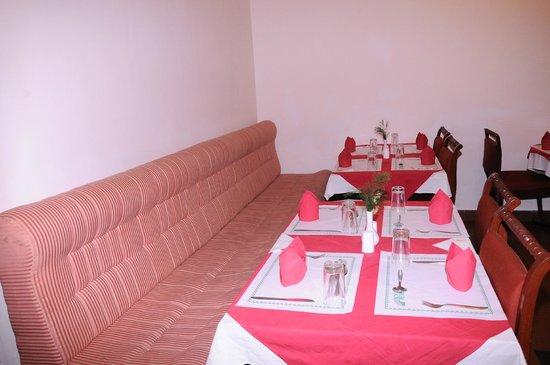 Royal Retreat: Restaurant