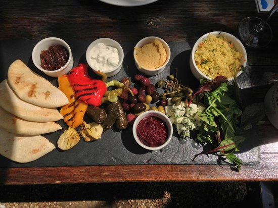 The Snowdrop: Vegge meze - a really substantial platter of it.