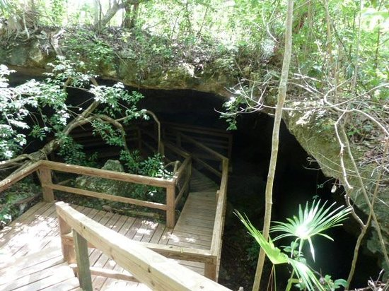 Lucayan National Park, Grand Bahama Island: Going into Burial Mound Cave