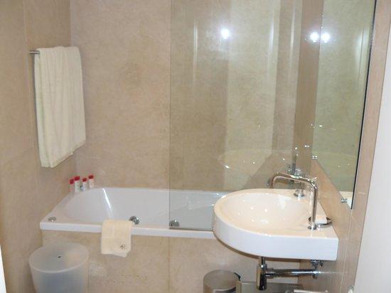 THE 4ROOMS: salle de bain