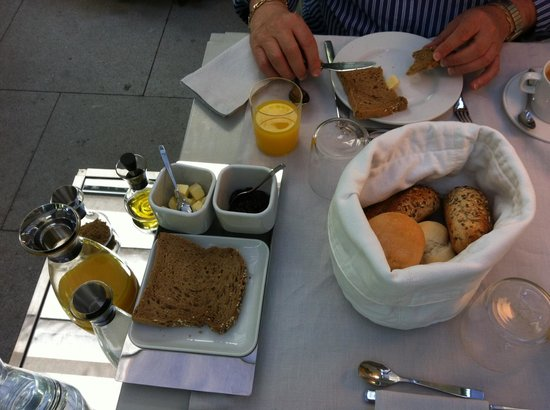 THE 4ROOMS : petit dejeuner