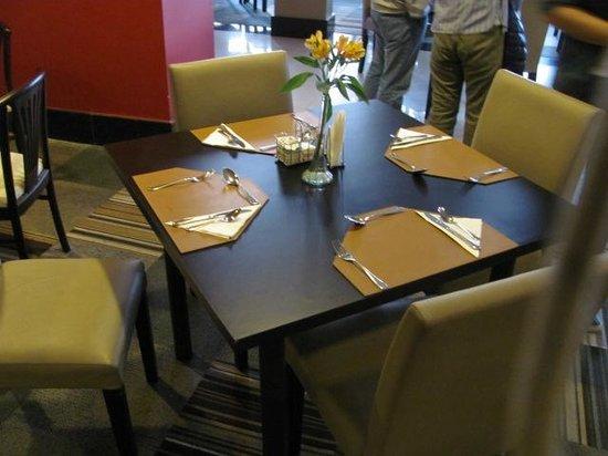 Wyndham Golden Foz Suites: Restaurante Hotel Slaviero Foz: Carpete no Restaurante
