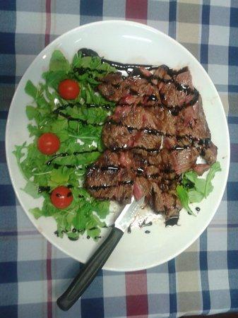 Le Cannucceta: tagliata di manzo con ruchetta e pomodorini