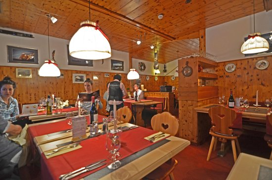 Eiger Guesthouse: Dining room....