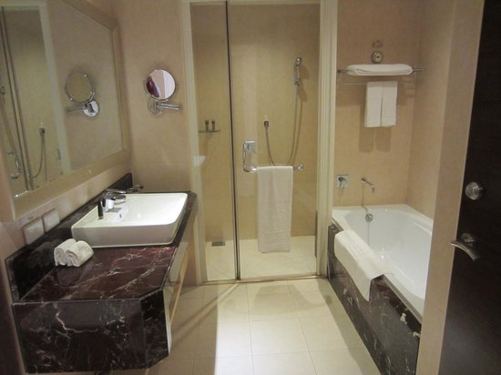 Justwin Grand Hotel: excelent bathroom