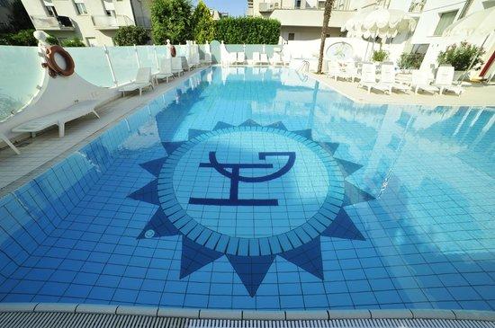 Hotel Giovanella : Swimmingpool 4