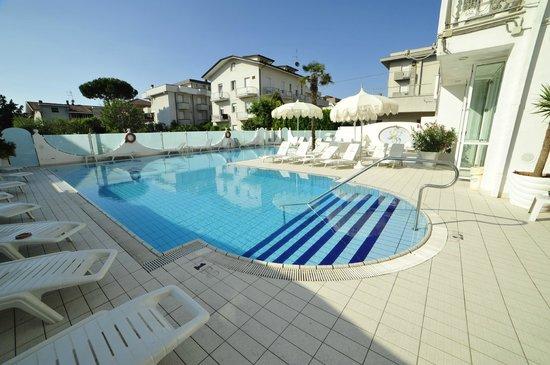 Hotel Giovanella : Swimmingpool 5