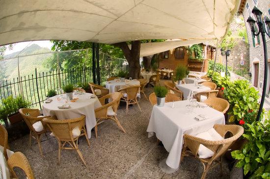 Apricale, Italia: terrazza estiva