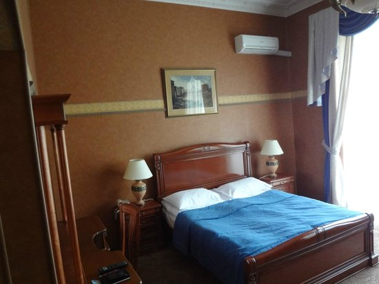 Peking Hotel : Bed