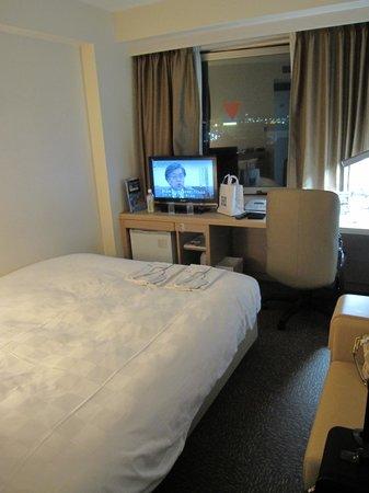 โรงแรมไดว่ารอยเนต เกียวโต-ฮาจิกุจิ: 客室は狭かったです