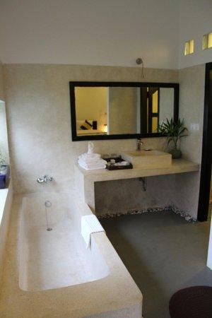 Landing Point Villa: Bathroom